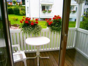 Balkon mit Garten vor den Appartements Binzer Sterne auf der Insel Rügen