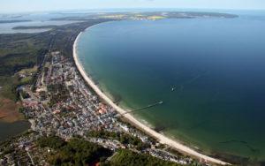 Luftaufnahme vom Ostseebad Binz auf Rügen mit Ostseestrand